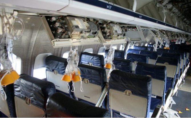 samolot maski tlenowe